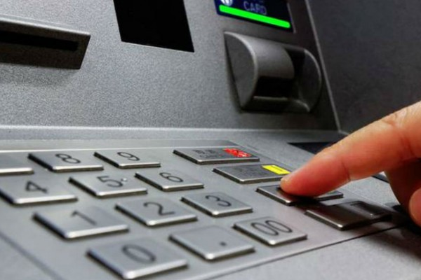 Τι θα γίνει αν βάλουμε ανάποδα το PIN μας στο ATM; – TECH
